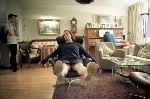 *Kuvat © Uupi Tirronen www.kuvaunit.com * *Kotimatkalla-teos, koreografia Jenni Koistinen, Zodiak - Uuden tanssin keskus 2015.*